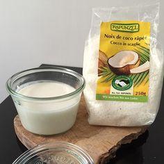 Beurre de coco maison Super simple et rapide à faire (parce que celui qu'on trouve au bio soit il coûte un bras soit on lui ajoute du sirop d'agave dont il n'a pas besoin ) ⠀⠀⠀⠀ Comment le faire Se munir d'un blender et d'un sachet de 250 g de noix de coco râpée (déjà fermé C'est important pour que le beurre de coco prenne) Facultatif: Gousse de vanille Mixez jusqu'à obtenir un beurre homogène (selon le blender ça peut varier de 3 à 15 min ) ⠀⠀⠀⠀ Comment l...
