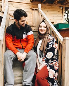 aya mahovi Romantic Couples, Cute Couples, Sweet Couples, Looking For A Relationship, Outfit Look, Muslim Couples, Hijab Outfit, Girls Dream, Hijab Fashion