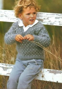 VINTAGE knitting Pattern pdf/ Dotty V Neck Sweater/  Age 4, 6, 8 years/ INSTANT DOWNLOAD