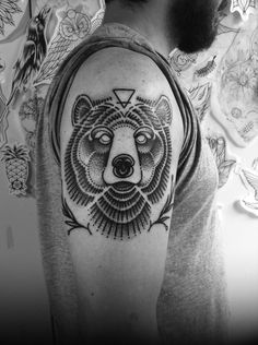 douglas cardoso tattooing#dcardoso #urso #bear #dotwork #pontilhism #blackwork #darkartists #blxinkdouglas cardoso tattooing