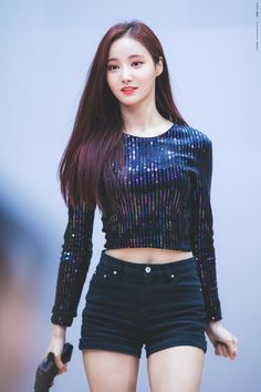 Korean Men are saying this Rookie has a better body than ALL other female Idols Kpop Girl Groups, Korean Girl Groups, Kpop Girls, Dancer In The Dark, Mnet Asian Music Awards, Le Jolie, Girl Bands, Beautiful Asian Women, South Korean Girls
