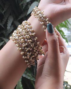 Indian Jewelry Earrings, Indian Jewelry Sets, Jewelry Design Earrings, Hand Jewelry, Indian Wedding Jewelry, Antique Jewellery Designs, Fancy Jewellery, Stylish Jewelry, Cute Jewelry