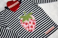 """Supersüßes Baby- oder Kinder-Shirt, aufgehübscht mit einer süßen Erdbeer-Applikation aus traumhaftem Erdbeer-Baumwollstoff von """"Michael Miller"""". ..."""
