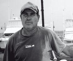 Jesús Perdomo Santana,es marinero y dueño, junto con su cuñado, del restaurante,Gregorio El Pescador,Su rutina diaria es levantarse a las seis de la mañana