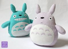 Roughly 2.5 ft tall Made with microplush, fleece, felt, and thread ---- Whee... it's a giant, cuddly Totoro! I told myself I wouldn't do any more licensed characters, but a friend of a fr...