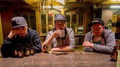 Wir treffen die Antilopen Gang Ende Dezember vor ihrem ausverkauften Konzert im Hamburger Hafenklang. Wirsprechen natürlich über die ...