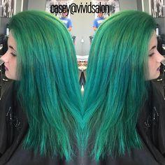 Emerald/peacock green hair by Casey #vividsalon #emeraldhair #peacockgreen #joicointensity #pravanavivids #pravana #joico #emeraldgreen #greenhair #mermaidhair @mermaidians #mermaidians
