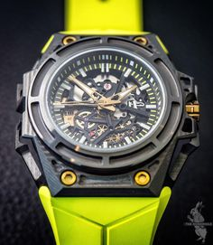 For those who like their sporty watches on the light side, here's the Linde Werdelin Spidolite 3DTP Carbon with the case weighing a mere 58 grams, and the carbon fiber exoskeleton just 3.8 grams.