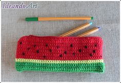 Estuche de sandía tejido a mano en crochet by IdeandoArt Crochet Food, Love Crochet, Crochet Gifts, Diy Crochet, Knitting Projects, Crochet Projects, Crochet Pencil Case, Crochet Purses, Crochet Patterns