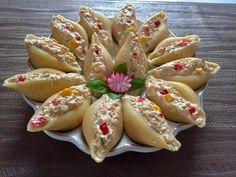 Sałatka z tuńczyka w muszlach makaronowych Tea Sandwiches, Big Meals, Food Design, Good Food, Food And Drink, Appetizers, Cooking Recipes, Snacks, Ethnic Recipes