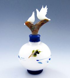 Pair of Doves: Chris Pantos: Art Glass Perfume Bottle - Artful Home Perfumes Vintage, Antique Perfume Bottles, Vintage Bottles, Bottle Vase, Glass Bottles, Beautiful Perfume, Objet D'art, Glass Art, Decoration
