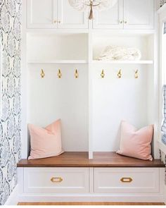 A stunning front entrance by @meganbachmanninteriors I'm loving this pink, gold and navy blue combo