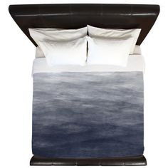"""Navy Blue Grey FEATURES: - Three sizes available: Twin 68""""x 88"""", Queen 88""""x 88"""" and King 104""""x 88"""" - Printed Front - 100% Soft brushed polyester printed top with Poly cotton blend (50% Cotton, 50% Pol"""