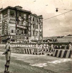 Rose Hotel, Nathan Road. The boys sitting on the wall behind the parade seem to be on the site of the former far East Motors dealership, which stood on the corner of Nathan Road and Middle Road. http://www.kingsownmuseum.com/gallery4559hongkong05b.htm