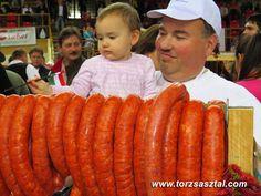 Disznóvágás - csabai kolbász Hot Dogs, Carrots, Vegetables, Ethnic Recipes, Food, Essen, Carrot, Vegetable Recipes, Meals