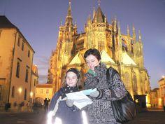 Pražský hrad a tajná zpráva | Neohrano.cz - rodinné strategické hry Prague, Where To Go, Books To Read, Trips, Couple Photos, Couples, Reading, Libros, Viajes