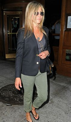 jennifer anniston casual outfits | Jennifer Aniston Stomach 2013 Jen looked as though she had