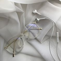 Cream Aesthetic, Aesthetic Colors, Aesthetic Pictures, Aesthetic Vintage, Aesthetic Food, Cute Glasses Frames, Womens Glasses Frames, White Frame Glasses, Glasses Trends