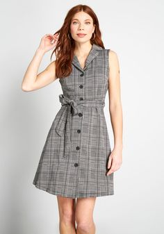 Put your love for retro-inspired frocks on full display in this grey sleeveless dress! Patterned in plaid and houndstooth, this collared A-line helps you stay comfy all-day long thanks to its soft knit construction, while its front button closures and sas Preppy Dresses, Preppy Outfits, Cute Dresses, Cool Outfits, Dresses Dresses, Beautiful Outfits, Sleeveless Dresses, Short Dresses, Skirt Fashion