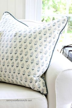 Savvy Southern Style : Summer Blues in the Sun Room. Decorating Tools, Decorating Small Spaces, Summer Colors, Summer Blues, Blue And White Pillows, Blue Drapes, Diy Pillow Covers, Savvy Southern Style, Cottage Living