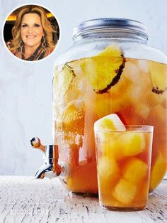 Trisha Yearwood S Pineapple Iced Tea Is The Drink Of # trisha yearwood s ananas-eistee ist das getränk von Trisha Yearwood S Pineapple Iced Tea Is The Drink Of # Refreshing Drinks, Fun Drinks, Yummy Drinks, Healthy Drinks, Nutrition Drinks, Healthy Eats, Summer Beverages, Camping Drinks, Party Drinks