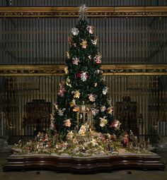 Christmas Tree and Neapolitan Baroque Crèche at the Metropolitan Museum of Art, NYC, now thru Jan 6