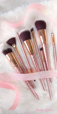 These makeup brushes are almost too pretty to use! This gorgeous 8 Piece set includes brushes for face and eyes.
