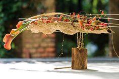 Gregor Lersch – YaU LEARN Unique Flower Arrangements, Ikebana Flower Arrangement, Ikebana Arrangements, Gregor Lersch, Ikebana Sogetsu, Flora Design, Arte Floral, Land Art, Flower Art