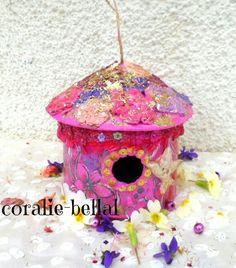 Sur commande,nichoir bois ou carton décoratif peint à la main unique : Boîtes, coffrets par coralie-bellal