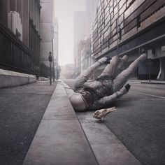 Jeremy Geddes, Exhale Is A painter with a surreal-hipereslistic style. Well, hia art is fucking awesome!!