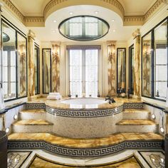 Upper East Side townhouse once owned by Gianni Versace - The Bathroom, designed by Versace for his own private use. Architectural Digest, Luxury Apartments, Luxury Homes, Versace Tiles, Mansion Prices, Versace Furniture, Casa Casuarina, Bohemian Style Home, Royal Bathroom