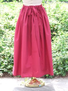 Women's fashion show ( women throughout history) How to Make an Easy Pioneer Trek Skirt (make 2 skirts out of 1 full sized bed sheet) Fashion Days, Diy Fashion, Modest Fashion, Suzy, Pioneer Costume, Trek Ideas, Pioneer Trek, Pioneer Life, Pioneer Clothing