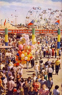 The — amusement park 1950s Aesthetic, Summer Aesthetic, Aesthetic Vintage, Aesthetic Photo, Aesthetic Pictures, Photo Vintage, Vintage Photos, 50s Vintage, Vintage Hipster