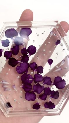 Resin Jewellery, Resin Ring, Jewellery Storage, Jewelry Organization, Diy Resin Art, Diy Resin Crafts, Crafts To Make, Jerash, Dried And Pressed Flowers