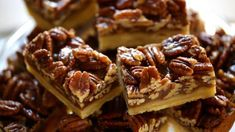 If you make one new dessert this year for Thanksgiving, made it be these! Sticky chewy pecan bars with a buttery shortbread crust. So easy and delicious and they can also be made ahead of time! WAY easier than pecan pie and much better too! Pecan Desserts, Tolle Desserts, Pecan Recipes, Great Desserts, Mini Desserts, Baking Recipes, Cookie Recipes, Dessert Recipes, Desserts With Pecans