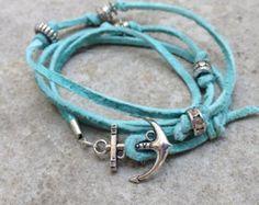 Alzavola blu in pelle avvolge il braccialetto con gancio di ancoraggio d'argento fascino