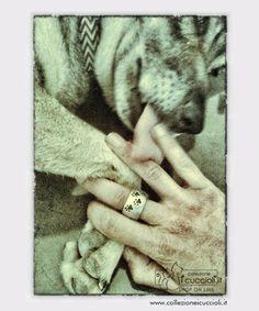 Un #gioiello per dichiarare al mondo un'amore che dura da sempre e per sempre: l'amore per il tuo amico a quattro zampe. Un anello in argento, personalizzato con le #zampine di cane L' #anello bombato è un #gioiello artigianale in argento 925/1000. Disponibile nelle versioni argento lucido e satinato, oro, rosa, nero. #Collezione i Cuccioli.