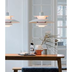 The PH 5 Pendant Light Classic White, from designer Poul Henningsen, is undeniably one of Louis Poulsen's most famous pieces. Danish Design, Modern Design, Timeless Design, Interior Inspiration, Room Inspiration, Hm Home, Interiores Design, Interior Design Living Room, Interior Livingroom