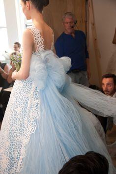 Дамы, надеюсь, тут этого еще не было! Красота от Oscar de la Renta Мне когда-то нравились вязаные свадебные платья, а потом разонравились, а теперь вот обратно понравились…