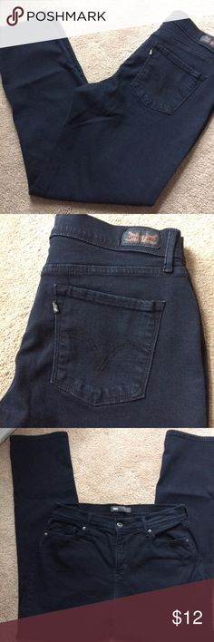 """Levi's perfectly slimming 512 jeans Very dark blue, almost black Levi's perfectly slimming 512 skinny fit jeans. Waist is approx 30"""" and inseam approx 29"""" Size tag is missing. In Good used condition. Levi's Jeans"""