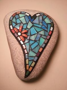 Mosaic Garden Art, Mosaic Diy, Mosaic Crafts, Mosaic Projects, Stained Glass Projects, Mosaic Tiles, Mosaic Rocks, Stone Mosaic, Mosaic Glass