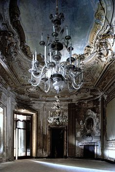 Inside an abandoned villa outside of Paris, France. I'd give my left arm for a place like this! The Architecture is Phenomenal!!;-)