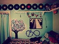 Omg I love this room design. Maybe replace the records with book jackets or something though...