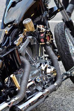 Custom-Metal | Anatol Egbuna Custom-Bikebuilder und Buchautor Oyibo