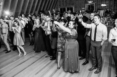 13 EXPERT TIPS TO HELP YOU GIVE A STELLAR TOAST AT THE WEDDING