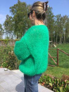 Easy Sweater Knitting Patterns, Crochet Slipper Pattern, Mohair Sweater, Dresses Kids Girl, Milan Fashion Weeks, Knit Fashion, Streetwear, Style, Knitting Sweaters