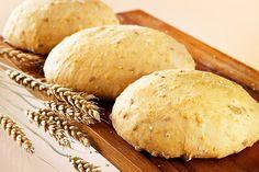 Myllärin hurjan viljaiset luomusämpylät - Myllärin Bread Recipes, Baking Recipes, Cornbread, Hamburger, Rolls, Dairy, Cheese, Cooking, Ethnic Recipes
