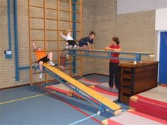 Ähnliches Foto Motor Activities, Activities For Kids, Toddler Gym, Pe Lessons, Baby Gym, Montessori Baby, School Sports, Gym Humor, Physical Education