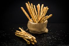 Delicious breadsticks made with whole wheat emmer flour and flavored with Greek herbs. Healthy Snacks, Healthy Eating, Healthy Recipes, Queso, Deli, Cinnamon Sticks, Bread Recipes, Carrots, Spices