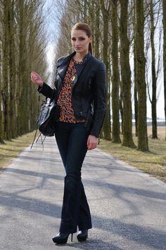 Esmee Helder wearing Mi Moneda